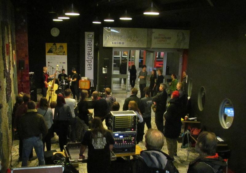 Cinema Open ve znamení rock and rollu, Nenasytné Tiffany a premiéry mladého režiséra